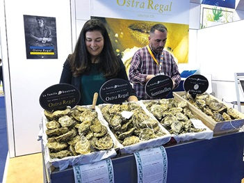Photo of people with oysters at the Seafood Expo Global, Brussels.