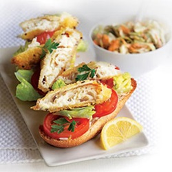 Open fish burgers with pesto coleslaw